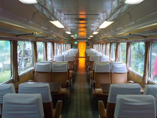 神戸(ごうど)駅にて…