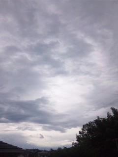 どんより雲…
