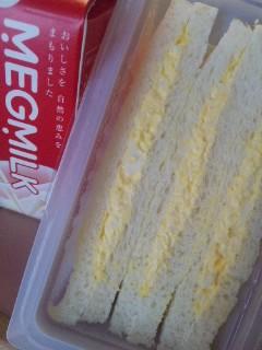 朝はパン…